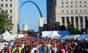 st louis-festival crowd-arch